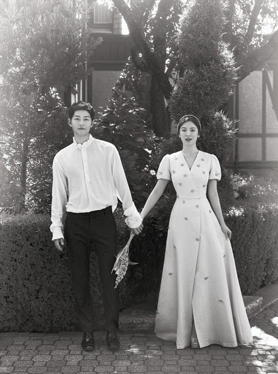 Sự thật chuyện Hoà Minzy mặc thiết kế nhái từ váy cưới của Song Hye Kyo-3