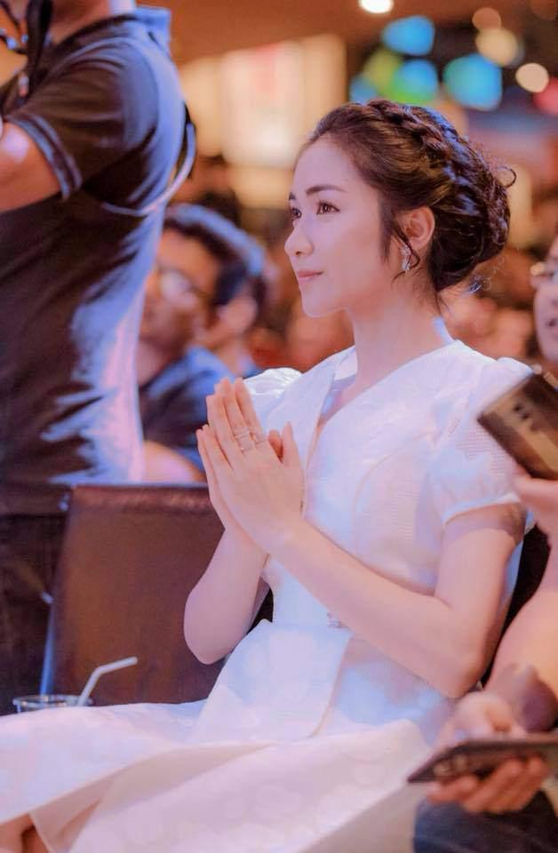Sự thật chuyện Hoà Minzy mặc thiết kế nhái từ váy cưới của Song Hye Kyo-6