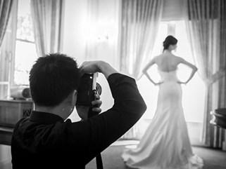 Xin tư vấn chụp ảnh cưới kiểu tự nhiên, cô gái bị nhiếp ảnh khuyên nên chụp ảnh 3x4