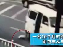 Bé 10 tháng tuổi rơi ra khỏi xe ô tô, cha mẹ không hề hay biết