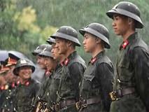 Xúc động hình ảnh sũng nước mưa của lực lượng an ninh ngày Giỗ Tổ