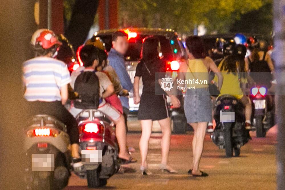 Rời sự kiện bằng xe của Trường Giang tặng, Nhã Phương thay trang phục giản dị, mang dép lê đi ăn tối-5
