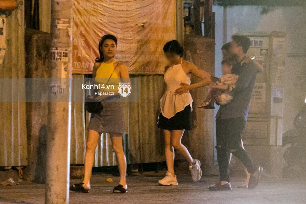 Rời sự kiện bằng xe của Trường Giang tặng, Nhã Phương thay trang phục giản dị, mang dép lê đi ăn tối-6