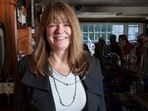 Người phụ nữ bỏ ra 13 năm học luật và đã làm được một điều không tưởng