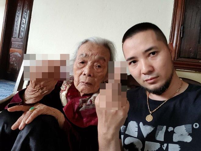 Người bà ngầu nhất vịnh Bắc Bộ chụp ảnh cùng cháu trai với thần thái ít ai có được!-3