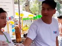 Cha mẹ phát hoảng khi hội chợ thiếu nhi bán bánh phản cảm