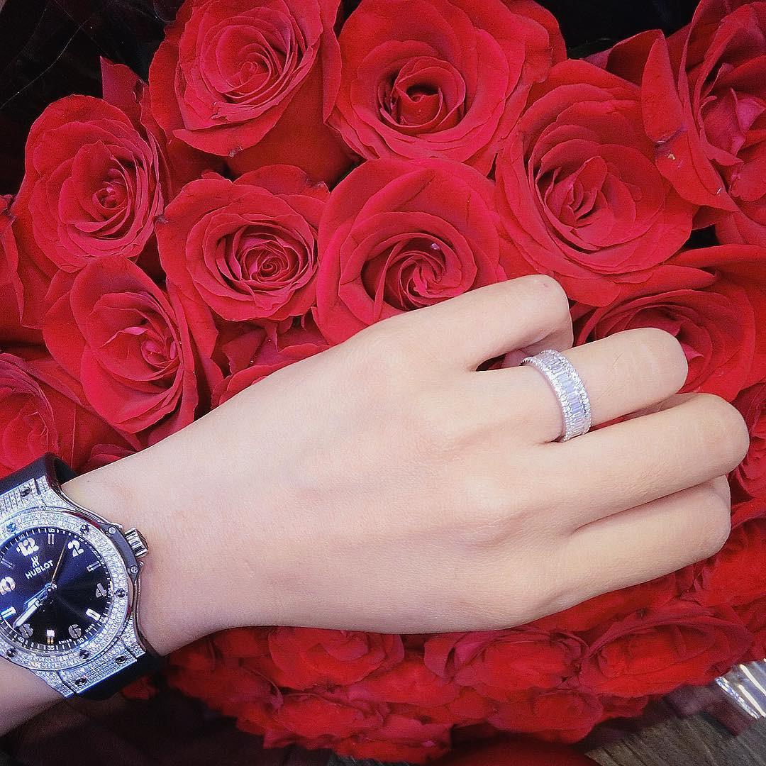 Diệp Lâm Anh khoe nhẫn đính hôn nạm đầy kim cương trước thềm đám cưới-1