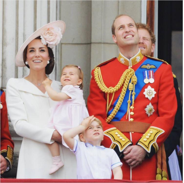 """Ngoài chuyện không được để đầu bù tóc rối, phụ nữ trong hoàng gia Anh còn phải tuân theo 12 quy tắc bất di bất dịch"""" sau-1"""