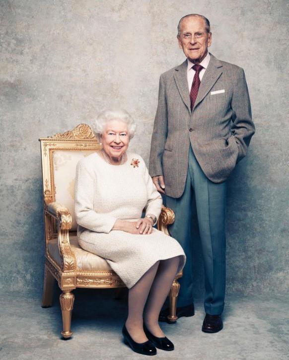 """Ngoài chuyện không được để đầu bù tóc rối, phụ nữ trong hoàng gia Anh còn phải tuân theo 12 quy tắc bất di bất dịch"""" sau-12"""