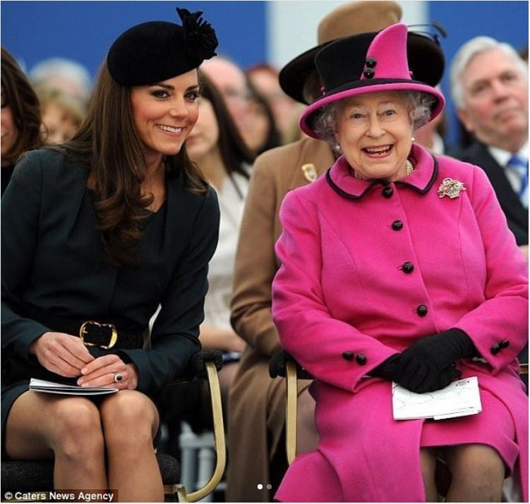 """Ngoài chuyện không được để đầu bù tóc rối, phụ nữ trong hoàng gia Anh còn phải tuân theo 12 quy tắc bất di bất dịch"""" sau-4"""