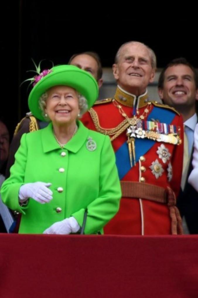 """Ngoài chuyện không được để đầu bù tóc rối, phụ nữ trong hoàng gia Anh còn phải tuân theo 12 quy tắc bất di bất dịch"""" sau-5"""