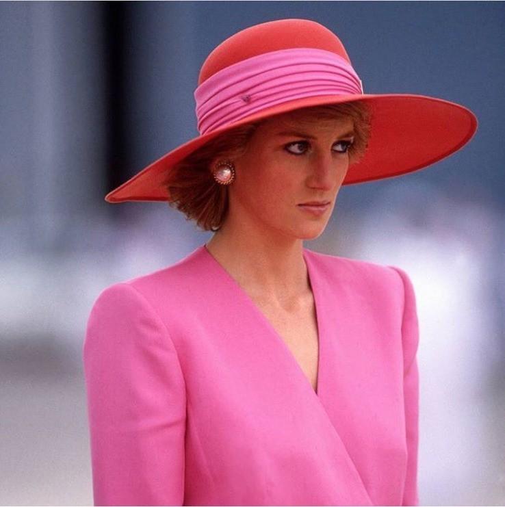"""Ngoài chuyện không được để đầu bù tóc rối, phụ nữ trong hoàng gia Anh còn phải tuân theo 12 quy tắc bất di bất dịch"""" sau-10"""