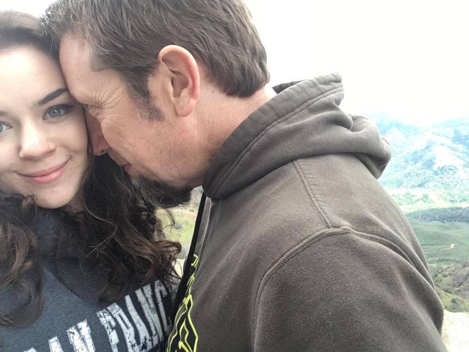 Cô gái đá người yêu trẻ trung để đến với người đàn ông già hơn tuổi bố mình-2
