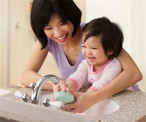 Bệnh tay chân miệng ở trẻ em: 6 việc mẹ cần làm tại nhà để bé nhanh khỏi-3