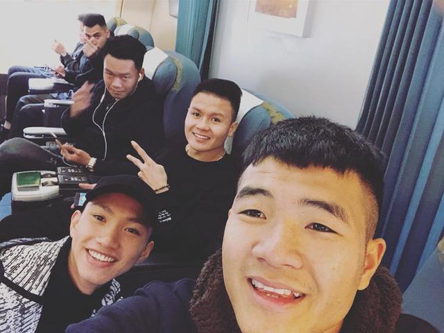 """Đức Chinh của U23 Việt Nam tiếp tục đốn tim"""" fan nữ bằng loạt ảnh tự sướng nhăng nhít thế này đây!-1"""