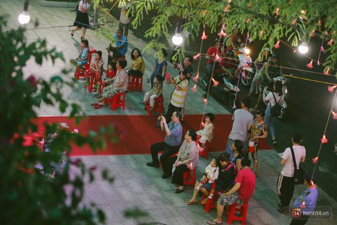 Người dân 2 miền đổ xuống đường vui chơi dịp lễ 30/4: Hà Nội đông đúc, Sài Gòn bình yên-7