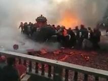 Xôn xao clip đám rước dâu bị ném pháo ầm ầm, nổ tung trời như chiến tranh