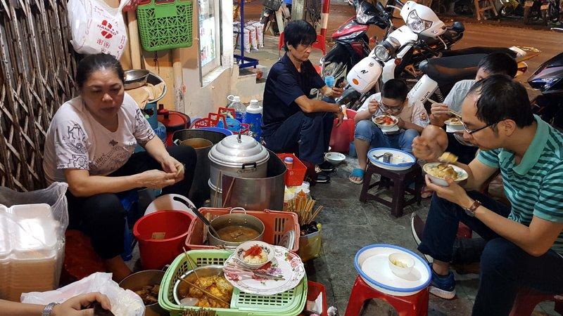 Hàng xôi nức tiếng phố cổ: Bán 3 tiếng ban đêm, ăn phải xếp hàng chờ-5