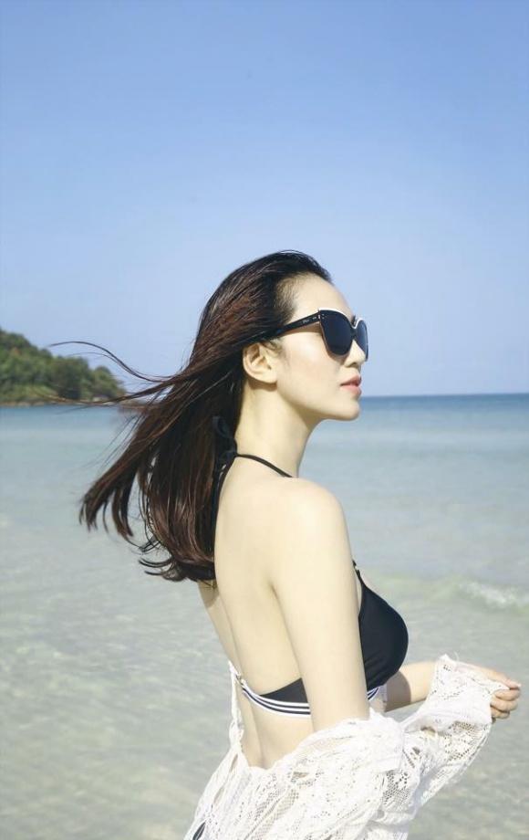 Khánh My gợi cảm khi diện bikini khoe dáng thon trên bãi biển-1
