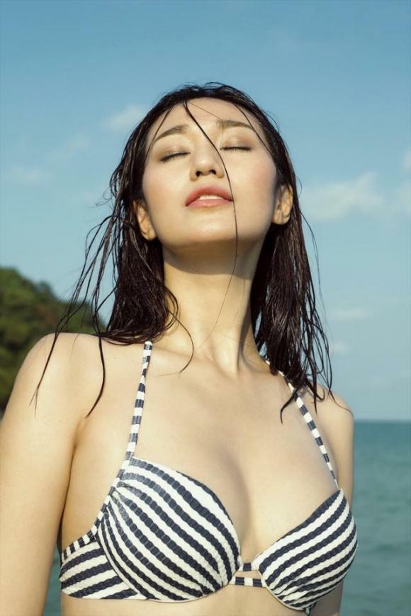 Khánh My gợi cảm khi diện bikini khoe dáng thon trên bãi biển-4