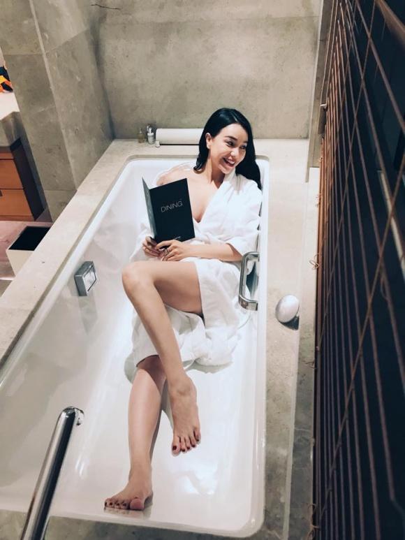 Trà Ngọc Hằng gợi cảm trong bồn tắm-1