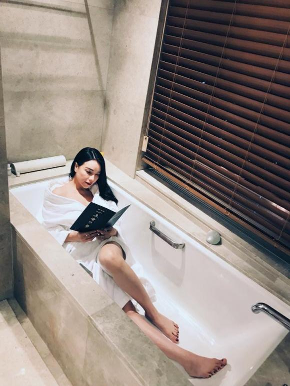 Trà Ngọc Hằng gợi cảm trong bồn tắm-2