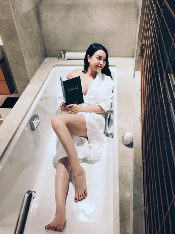 Trà Ngọc Hằng gợi cảm trong bồn tắm-3