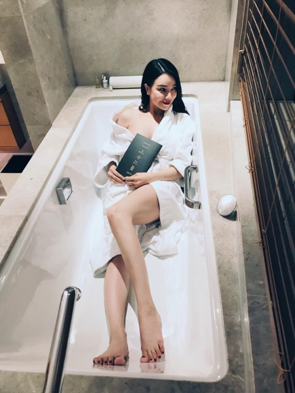 Trà Ngọc Hằng gợi cảm trong bồn tắm-4