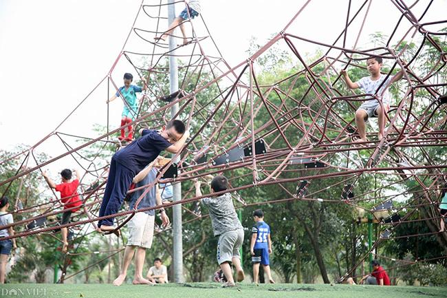 Các khu vui chơi ở Thủ đô đông nghịt người dịp nghỉ lễ-12