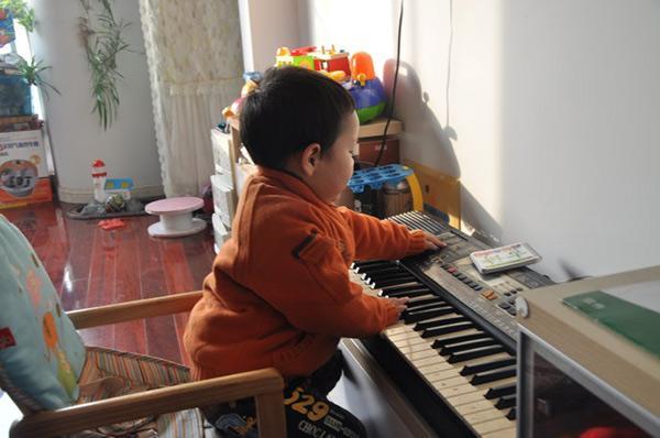 Tập piano 1 giờ mỗi ngày, sau 3 năm, sự phát triển của trẻ vượt quá sức tưởng tượng-1