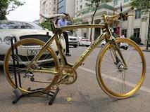 Lóa mắt trước chiếc xe đạp dát vàng dựng