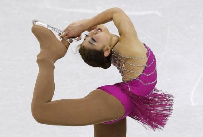 Thuốc chữa hớ hênh cho đồ diễn siêu ngắn của VĐV trượt băng-8
