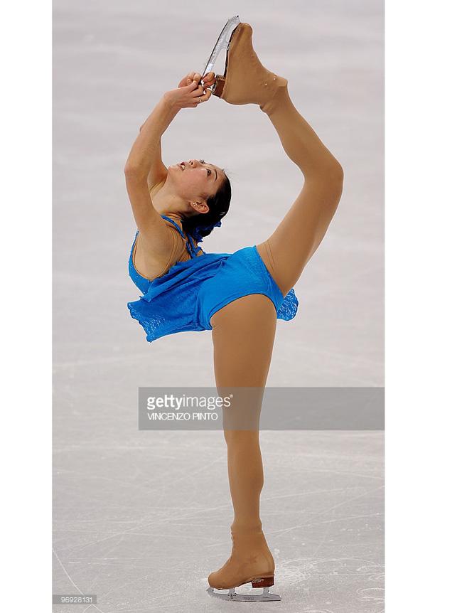 Thuốc chữa hớ hênh cho đồ diễn siêu ngắn của VĐV trượt băng-13
