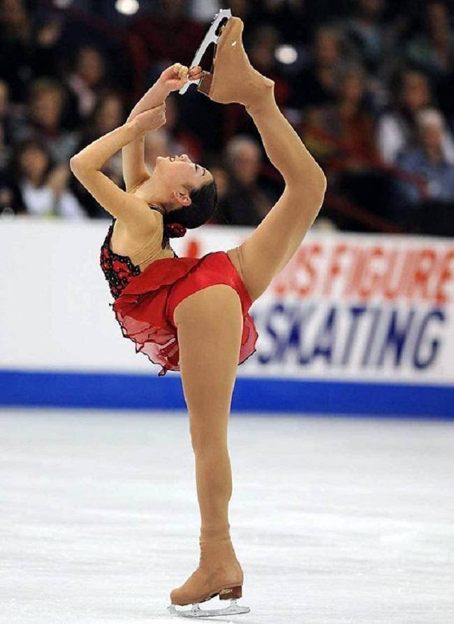Thuốc chữa hớ hênh cho đồ diễn siêu ngắn của VĐV trượt băng-12