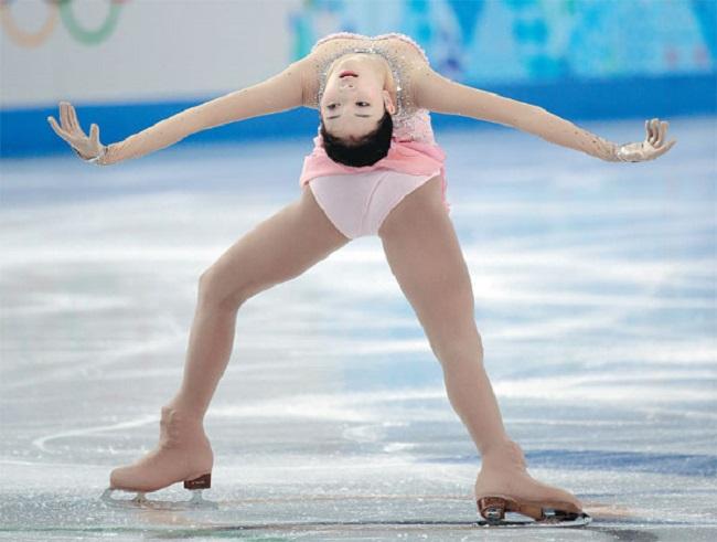 Thuốc chữa hớ hênh cho đồ diễn siêu ngắn của VĐV trượt băng-6