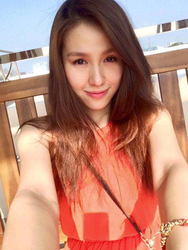 Hạnh phúc ngọt ngào của mẹ trẻ xinh như hot girl, từ bỏ công việc tốt để ở nhà chăm sóc chồng con-1