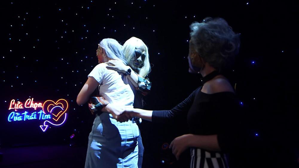 Chuyện hiếm có ở show hẹn hò: Chàng hot boy The Voice bị cả 3 nữ ứng cử viên tẩy chay!-8