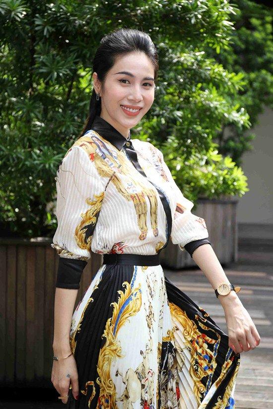 Thuỷ Tiên mặc cây hàng hiệu hơn 1 tỷ sánh đôi Công Vinh-4
