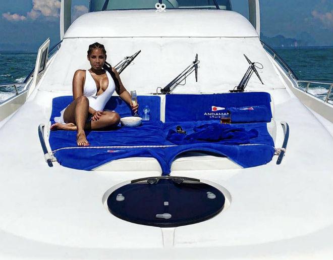 Bạn gái Usain Bolt tuyệt đẹp: Diện đồ thiên thần lả lơi đốt mắt-7