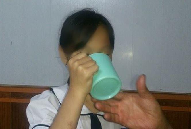 Vụ cô giáo bắt học sinh uống nước giặt giẻ lau: Yêu cầu bồi thường thỏa đáng-2