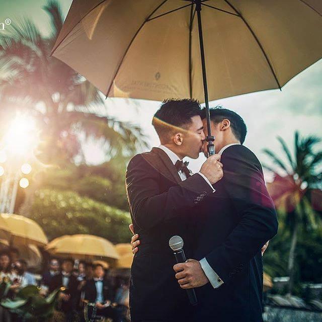 Cặp trai đẹp tung ảnh đám cưới thần sầu hơn cả phim khiến dân mạng lịm tim-2