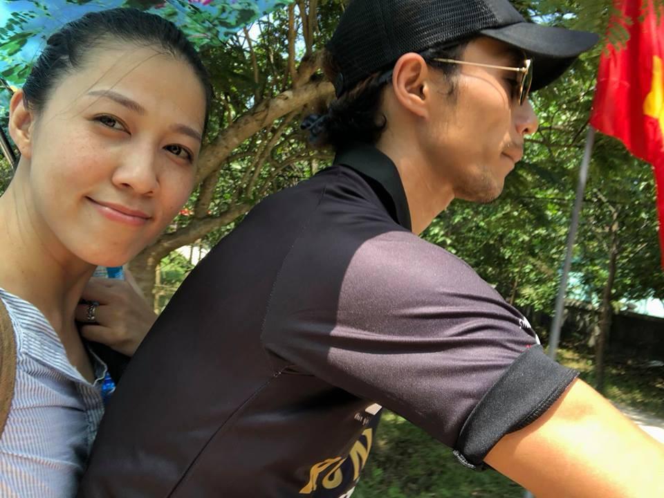 Mặc scandal bị Phạm Lịch tố gạ tình, vợ chồng Phạm Anh Khoa vui vẻ đưa hai con đi chơi-2