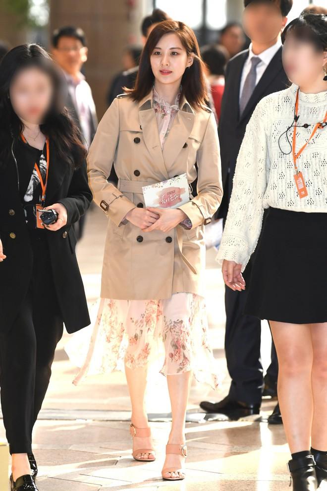 Cơn sốt của chiếc váy hoa quốc dân: Đến cả Song Hye Kyo cũng chọn mặc để đóng quảng cáo đây này!-9