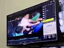 Mâu thuẫn nhỏ trong lúc đi thang máy, cư dân chung cư vác dao đuổi chém nhau khiến 3 người nhập viện