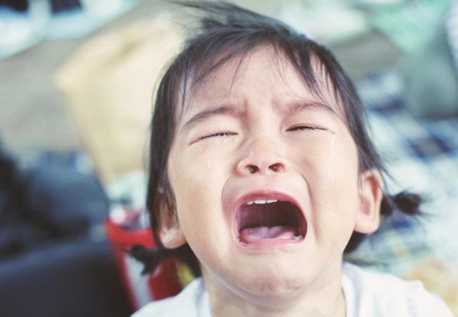 4 biện pháp khoa học trị dứt điểm những cơn mè nheo, khóc lóc, ăn vạ của trẻ-3