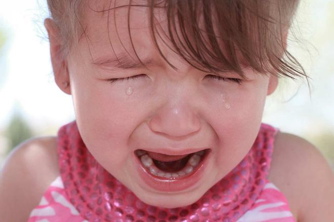4 biện pháp khoa học trị dứt điểm những cơn mè nheo, khóc lóc, ăn vạ của trẻ-2