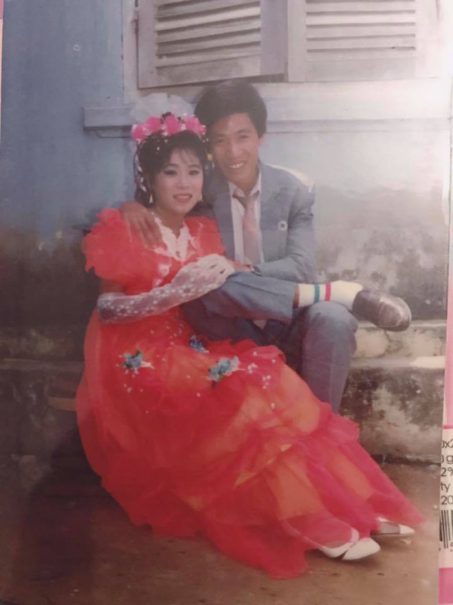 Dân tình lại đồng loạt khoe ảnh cưới của bố mẹ ngày xưa, giản dị mà đầy ắp kỷ niệm-5