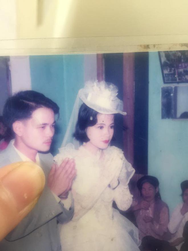 Dân tình lại đồng loạt khoe ảnh cưới của bố mẹ ngày xưa, giản dị mà đầy ắp kỷ niệm-8