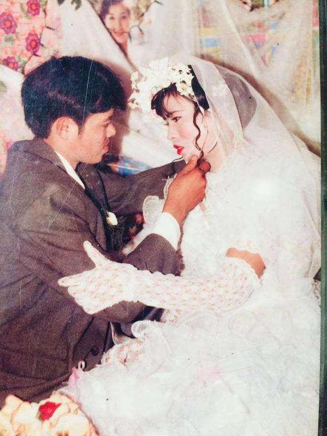 Dân tình lại đồng loạt khoe ảnh cưới của bố mẹ ngày xưa, giản dị mà đầy ắp kỷ niệm-1