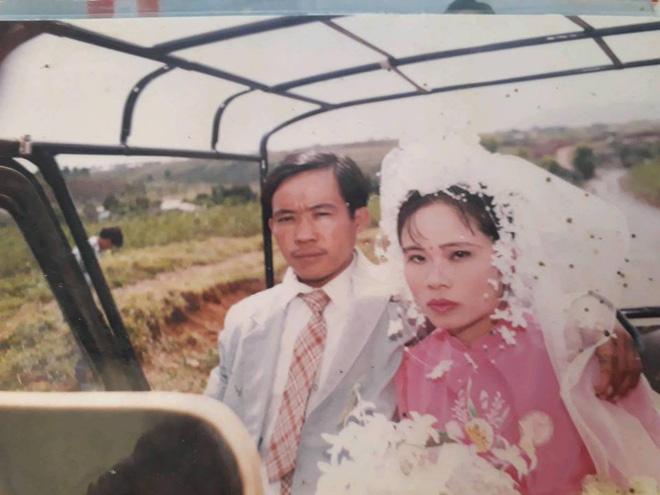 Dân tình lại đồng loạt khoe ảnh cưới của bố mẹ ngày xưa, giản dị mà đầy ắp kỷ niệm-21